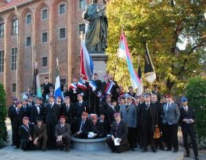 Korporanci zajęli bazę pomnika :)
