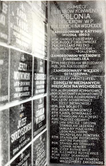 Odsłonięcie tablicy ku czci Konwentowiczów na warszawskich Powązkach